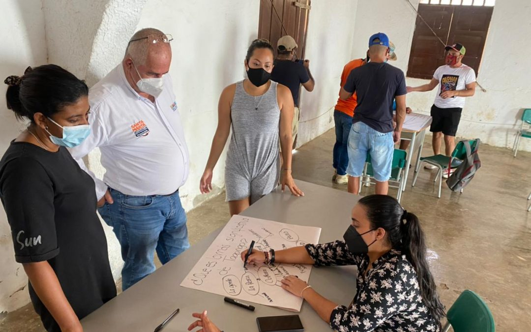 Indetur apoya mesa de trabajo con la comunidad de Taganga para impulsar cambios sostenibles
